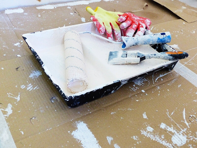 diy painting hack, paint tray with paint roller and paint brush