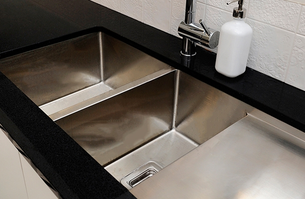 kitchen sink ideas, laundry sink choices, undermount sink and black sink options